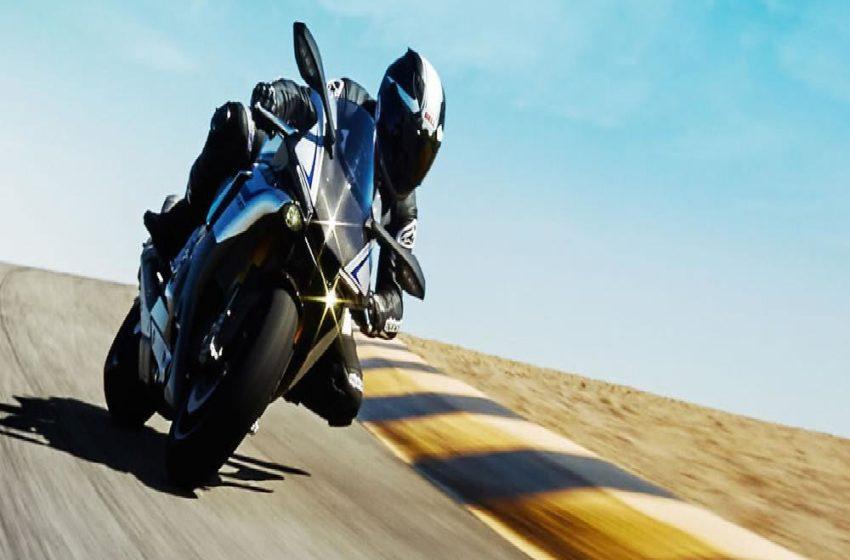 Track Expert Tony Garcia sharing his view on Yamaha R1M