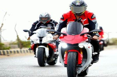 Review BMW S1000rr vs Yamaha R1m