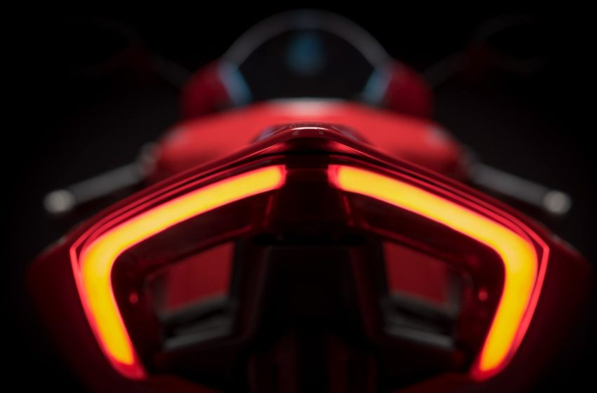 Panigale-V4-MY18-Red-18