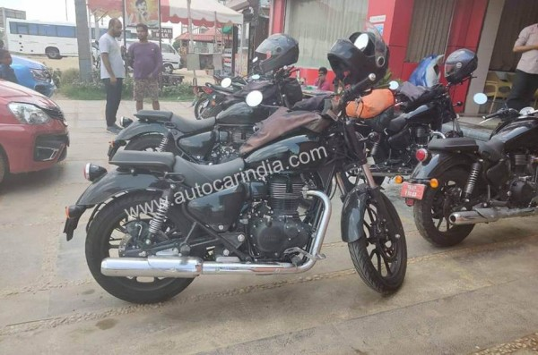 Spied upcoming Royal Enfield Thunderbird